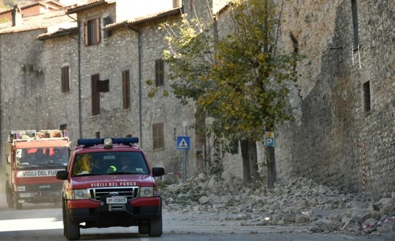 Un puissant séisme frappe l'Italie sans faire de morts