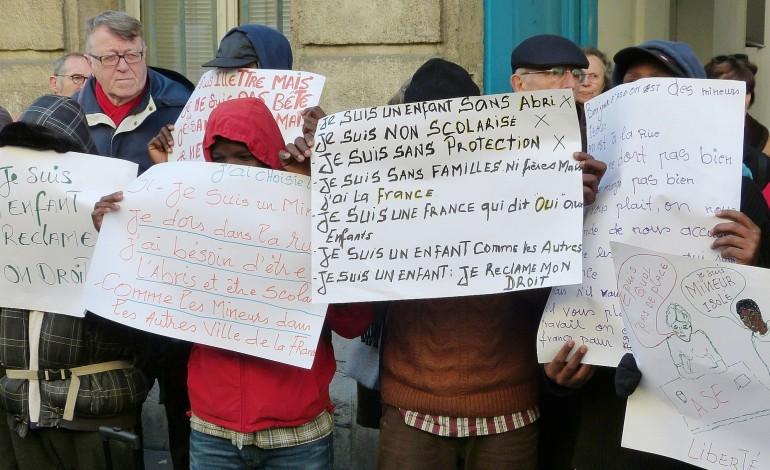 Mineurs à la rue en Seine-Maritime : passe d'armes entre les associations et le Département