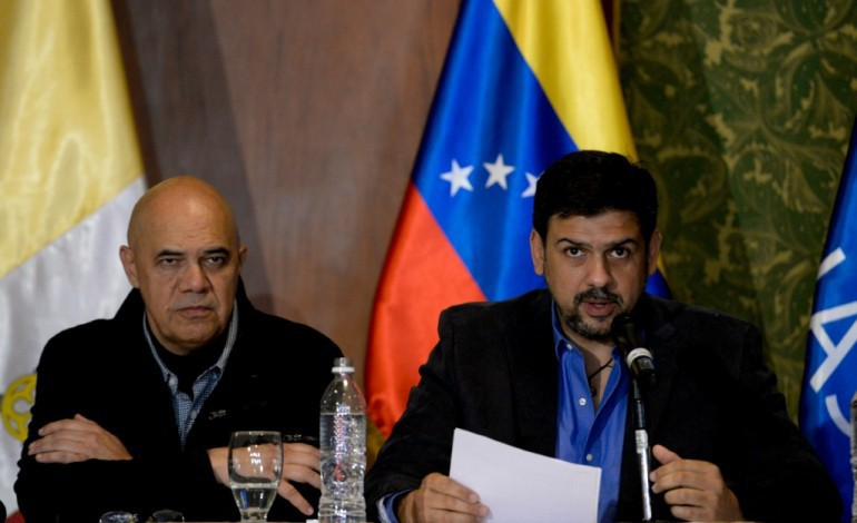 Venezuela: gouvernement et opposition s'engagent sur une issue pacifique à la crise