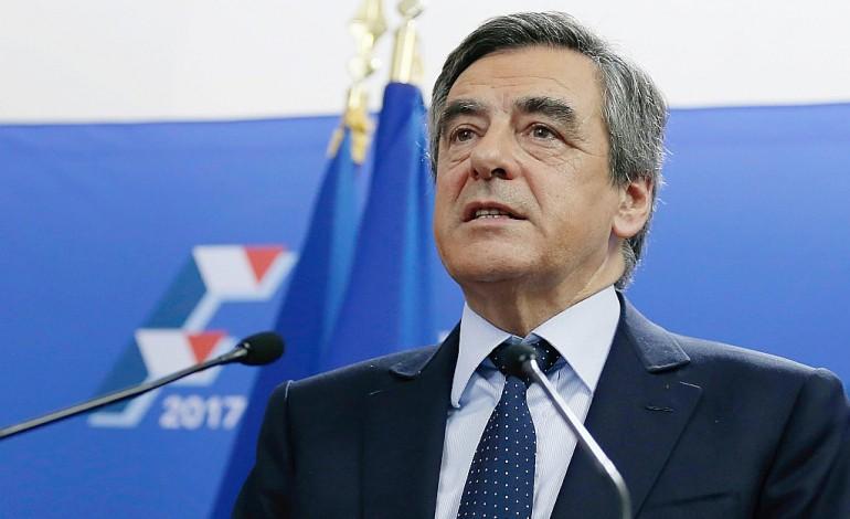 Après la chute de Sarkozy, Fillon favori, Juppé en difficulté