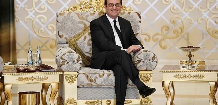 Loin du tumulte, Hollande parle culture et défense aux Emirats