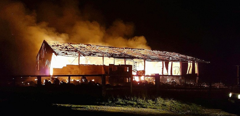 Calvados :un hangar agricole va brûler plusieurs jours, près de Caen