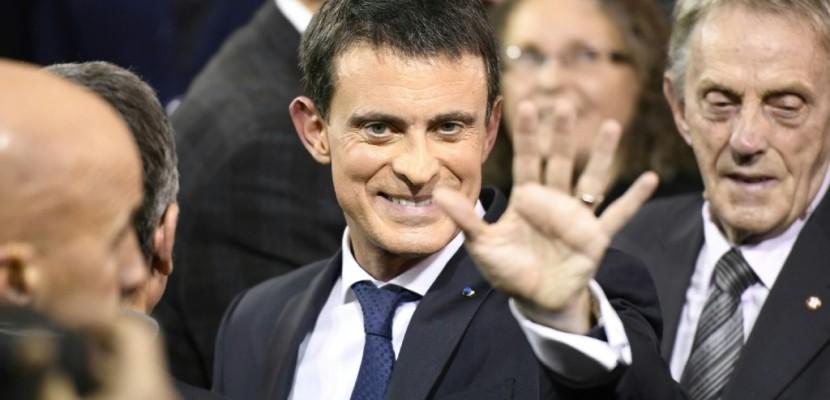 """Pour le candidat Valls, """"la voie est étroite"""", selon la presse"""