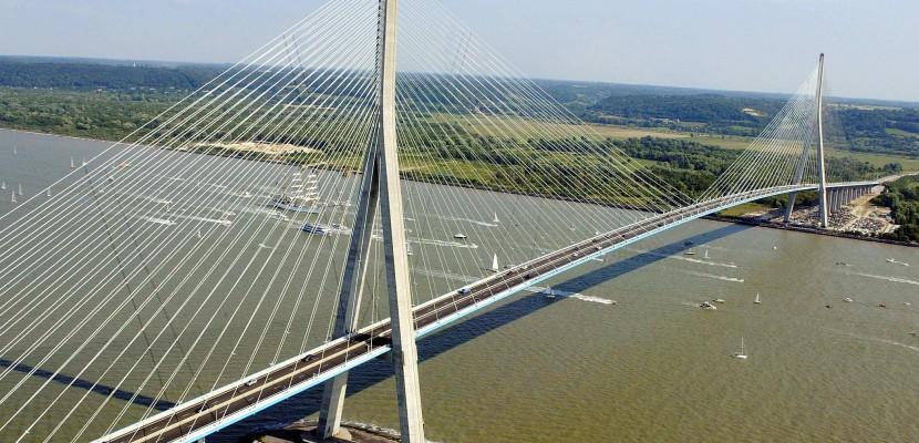 Une femme se jette du haut du pont de Normandie