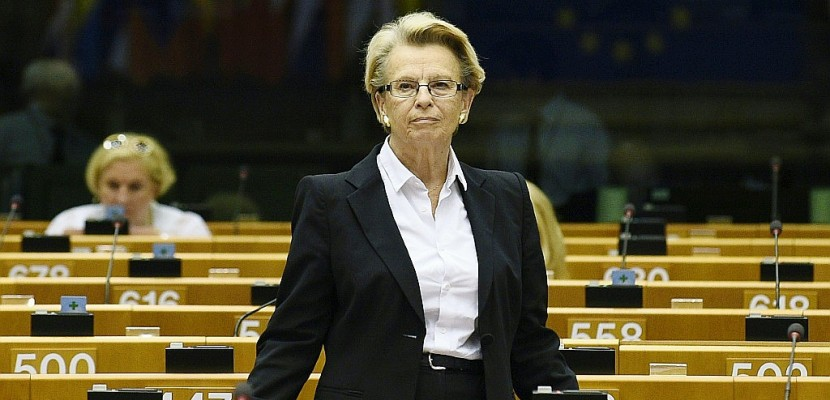 Présidentielle: Alliot-Marie annonce sa candidature