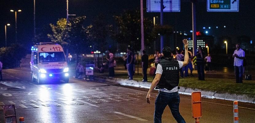 Turquie: une voiture piégée explose à Istanbul, 20 policiers blessés