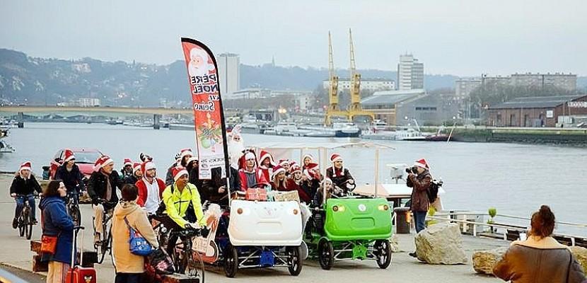 À Rouen, les pères Noël défilent à vélo pour redonner le sourire aux enfants