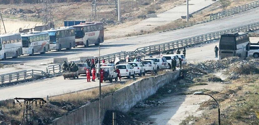 Syrie: un millier de personnes évacuées d'Alep, vote à l'ONU