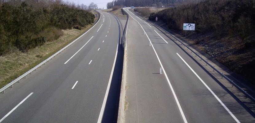 Orne : une voiture chute d'un pont sur la route nationale 12
