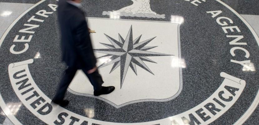 Trump rencontre les chefs espions, reste réservé sur l'ingérence russe