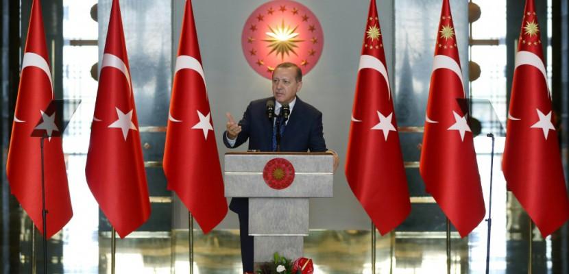 Le renforcement des pouvoirs du président Erdogan débattu au Parlement