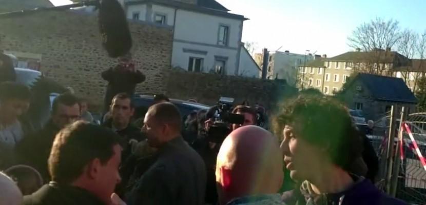 VIDEO. En campagne pour la primaire, Manuel Valls reçoit une une gifle en Bretagne