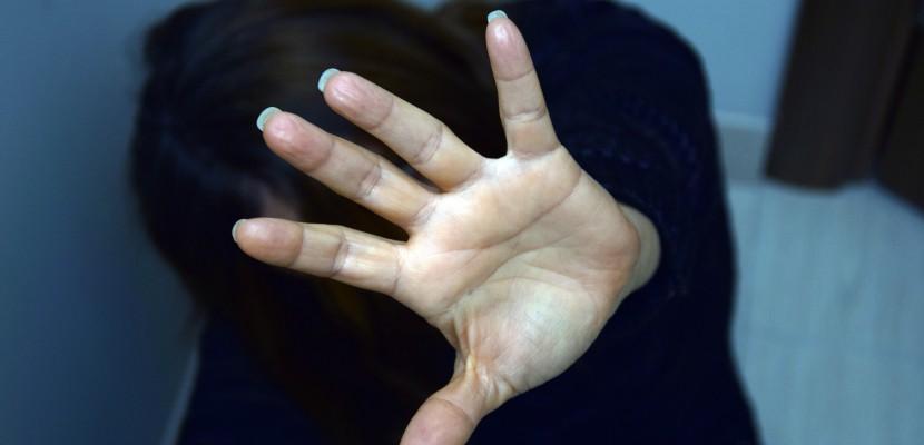 """Le père violenttabasse sa fille de 14 ans : """"Mon père a dit qu'il voulait me tuer"""""""