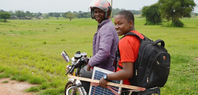 Originaire de Rouen, il équipe en électricité des milliers de foyers africains