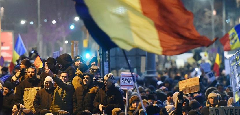 Roumanie: Bucarest sous pression après des manifestations géantes