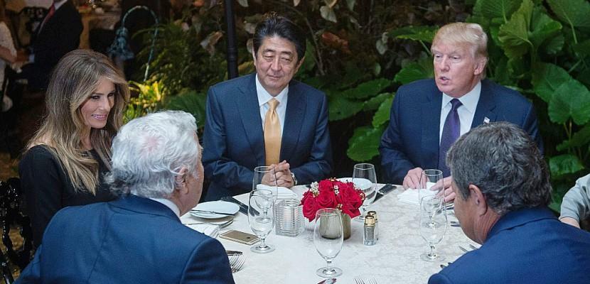 """Trump et Abe, un golf pour parler """"de l'avenir du monde"""""""