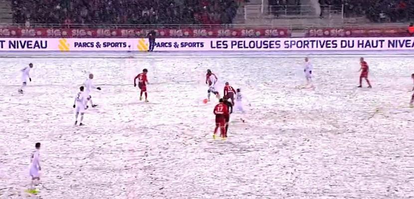 FOOTBALL (Ligue 1; 25e journée) : Sous une tempête de neige, le SM Caen chute à Dijon et continue sa glissade incontrôlée au classement (2-0)