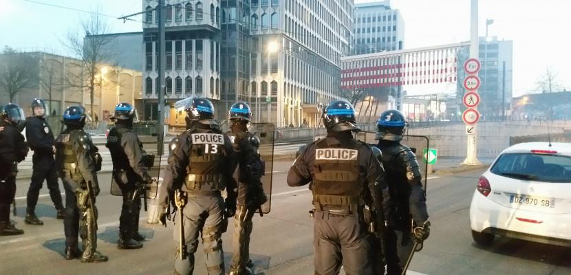 Rouen : huit interpellations après un nouveau rassemblement en soutien à Théo