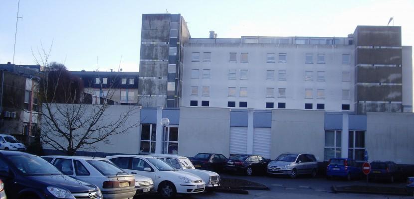 """Hôpital d'Alençon: """"tout ce qui a été annoncé est faux"""""""