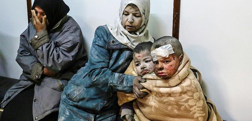 Syrie: l'armée bombarde près de Damas avant les négociations