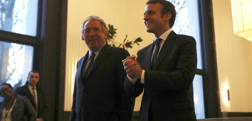 """Présidentielle: Bayrou va """"tout faire pour aider"""" Macron"""