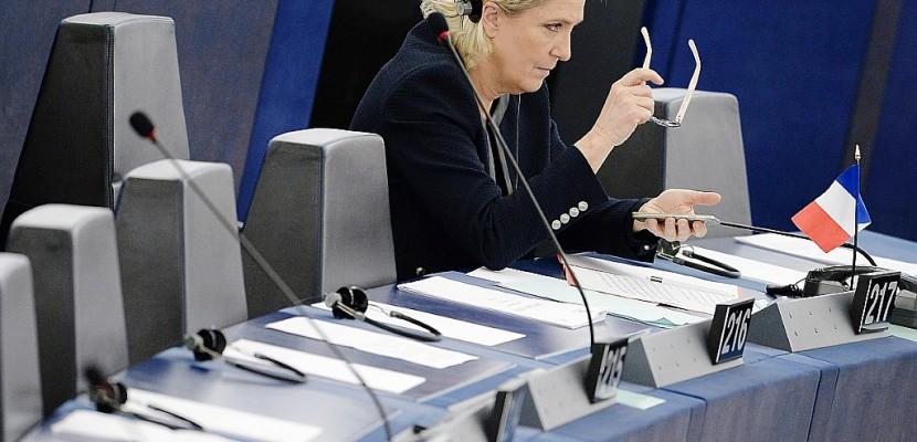 Eurodéputés: pourquoi le FN est soupçonné d'emplois fictifs