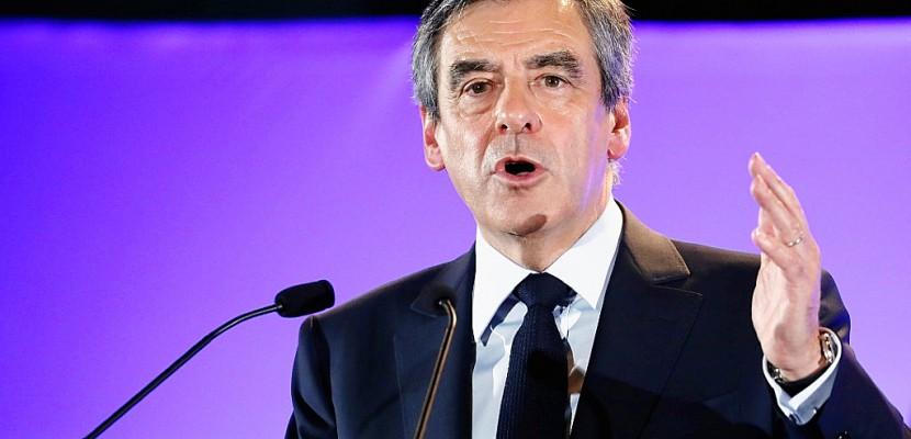 """Fillon accuse le gouvernement d'un """"climat de quasi-guerre civile"""""""