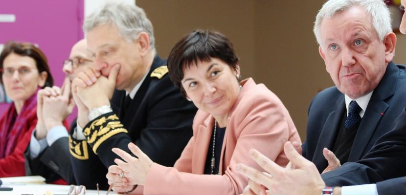 Une ministre à Epron près de Caen pour trois promesses auxATSEM