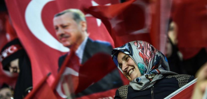 """Meetings annulés en Allemagne: Erdogan évoque des """"pratiques nazies"""""""