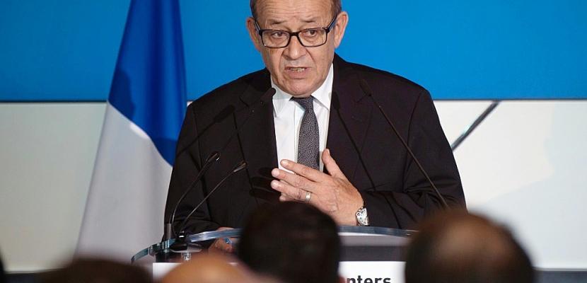 """Le Drian: """"Je soutiens Emmanuel Macron, mais je reste socialiste"""""""