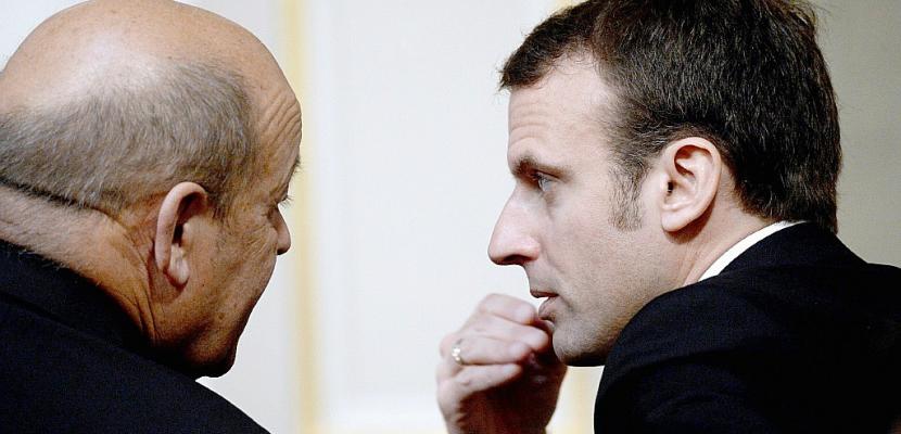 """Le Drian, """"premier vrai poids lourd"""" de Macron selon la presse"""