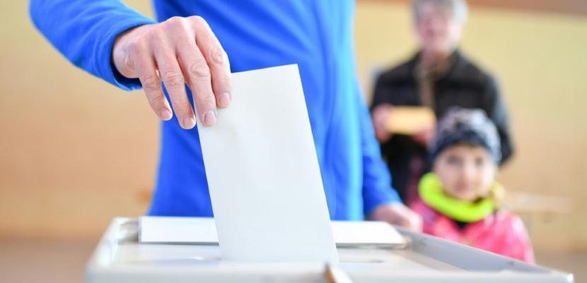 Premier scrutin test pour Merkel à six mois des législatives