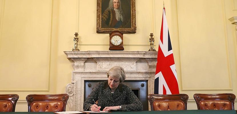 Theresa May a signé la lettre qui va déclencher le Brexit