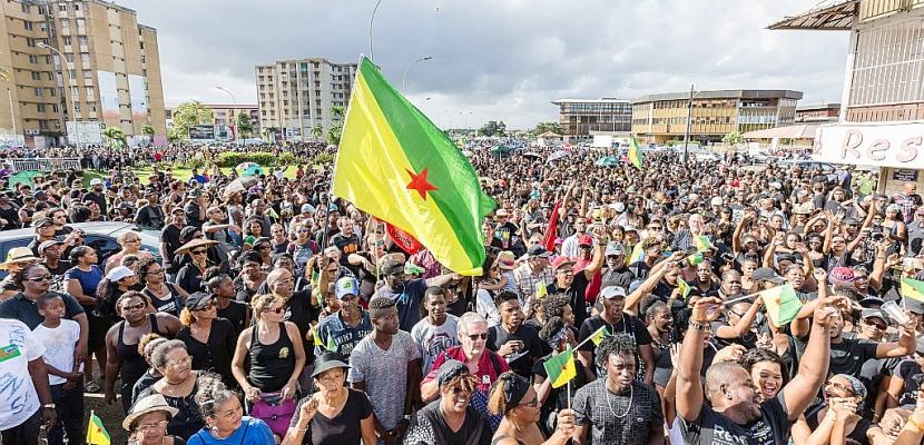 """Guyane: deux ministres attendus, après des """"manifestations historiques"""""""