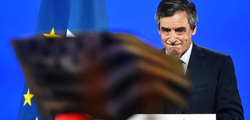"""""""Mes amis, je résiste!"""" clame Fillon en meeting à Quimper"""