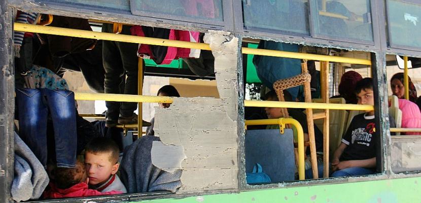 Syrie: des milliers d'évacués de villes assiégées bloqués en route