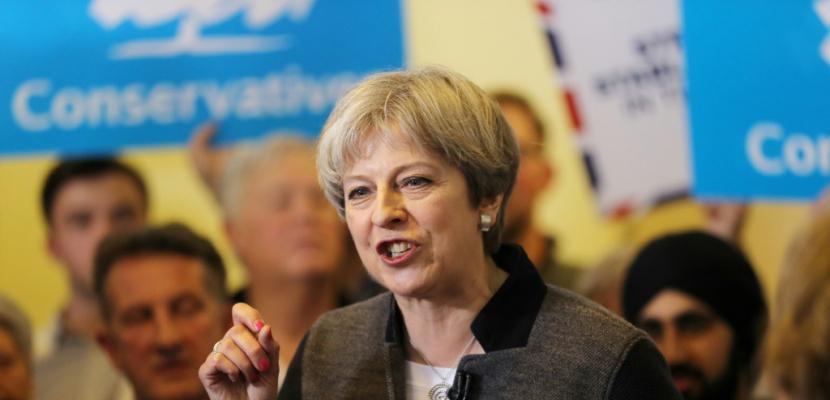 GB/législatives: May et les conservateurs atteignent la barre des 50%