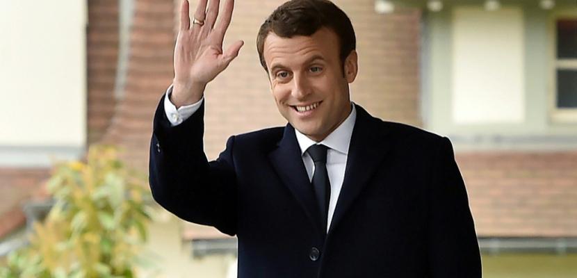 """Macron : """"On tourne clairement aujourd'hui une page de la vie politique française"""""""