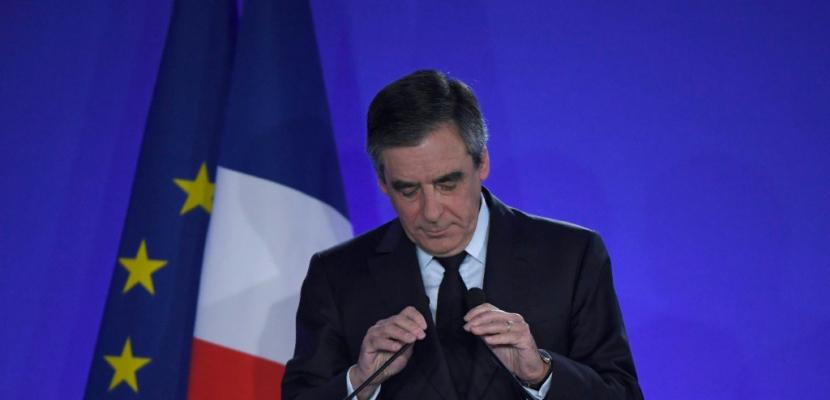 Défaite humiliante pour Fillon, qui appelle à voter Macron