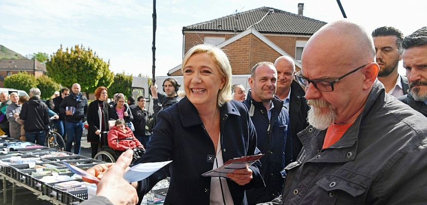 """Marine Le Pen: """"Le vieux front républicain tout pourri essaie de se coaliser"""" autour de Macron"""