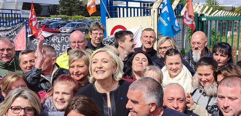 """Le Pen et Macron à Whirlpool: sans les élections, """"on serait tout seuls"""""""