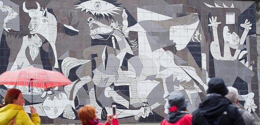 Espagne: Guernica commémore les 80 ans de son bombardement