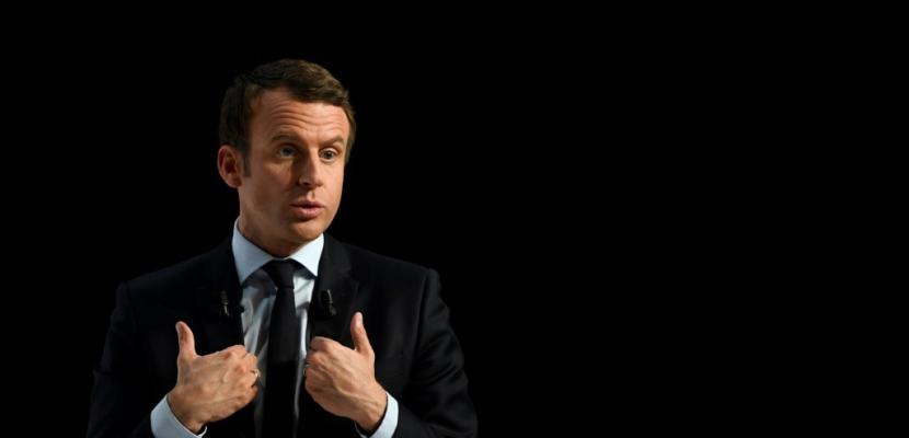 """Macron exclut une """"coalition"""" avec LR ou le PS et tacle Baroin"""
