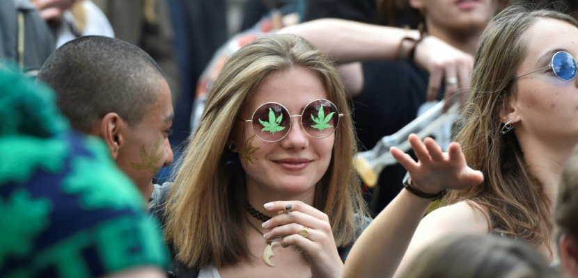 Entre les deux tours, marche pour la dépénalisation du cannabis à Paris