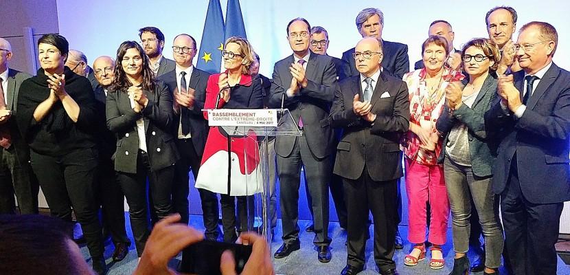 """Élection présidentielle : Près de Rouen, Bernard Cazeneuve appelle à faire """"un choix clair"""" face au Front National"""