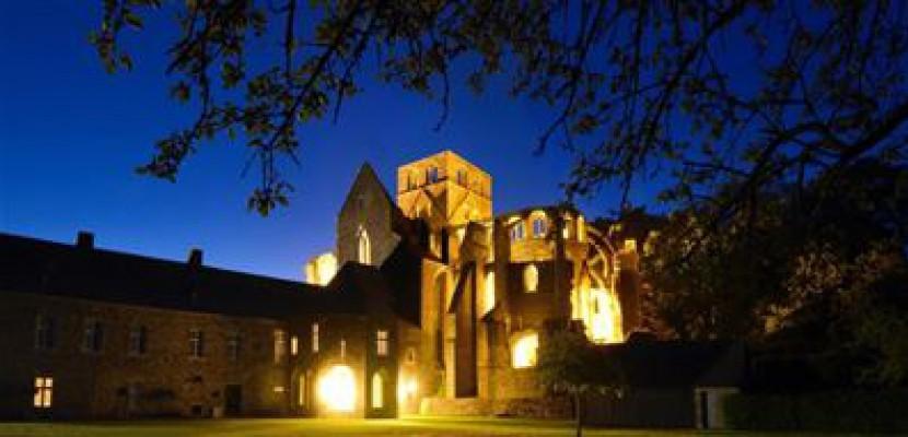 Pierres en lumières : découvrez le patrimoine de la Manche sous son plus bel angle