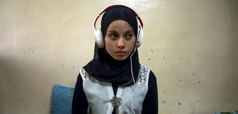 """Irak: """"Al-Ghad Star"""" ou la quête de pépites dans les décombres de Mossoul"""