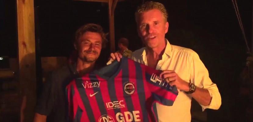 Football : Denis Brogniart fête le maintien du SM Caen depuis le tournage de Koh-Lanta !
