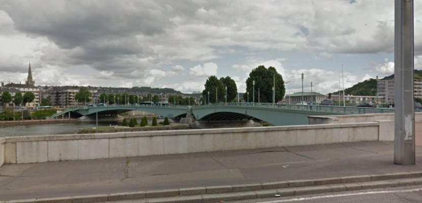 Chute dans la Seine à Rouen: il s'agissait d'un présentoir à journaux