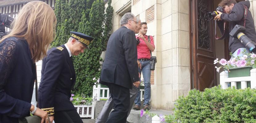 Le ministre de la cohésion des territoires, Richard Ferrand, en visite à Deauville